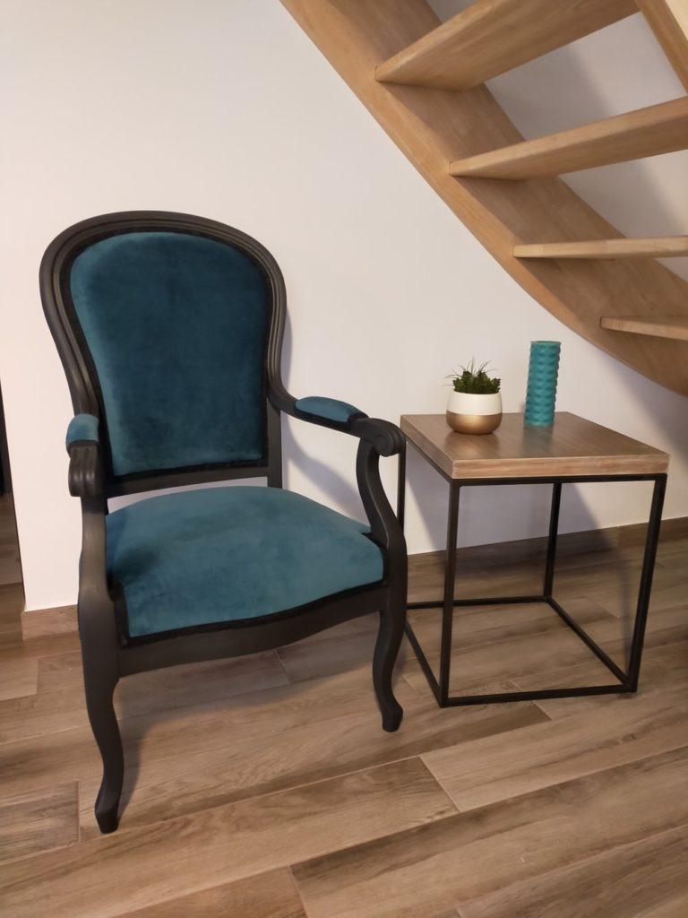 ancien fauteuil rénové velour bleu canard peinture noire mate Angers