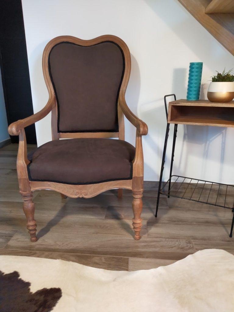 ancien fauteuil restauré en cuir Angers